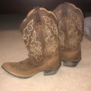 Good used condition Ariat cowgirl boots!